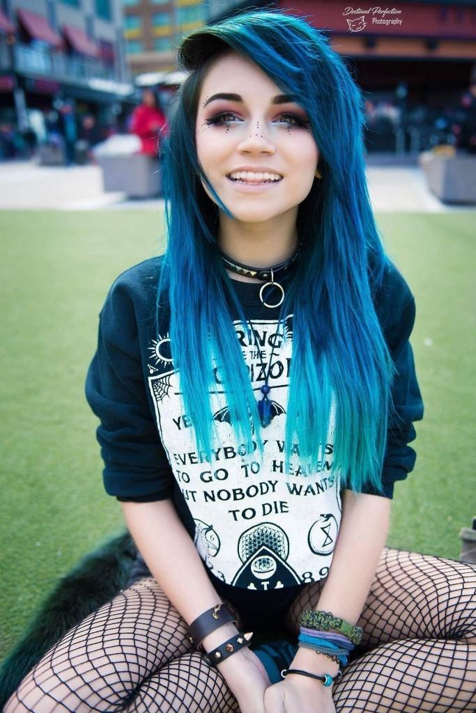 Emo , Scene Girls http://s.click.aliexpress.com/e/RJ2zBeq | Scene hair, Blue  hair, Emo hair